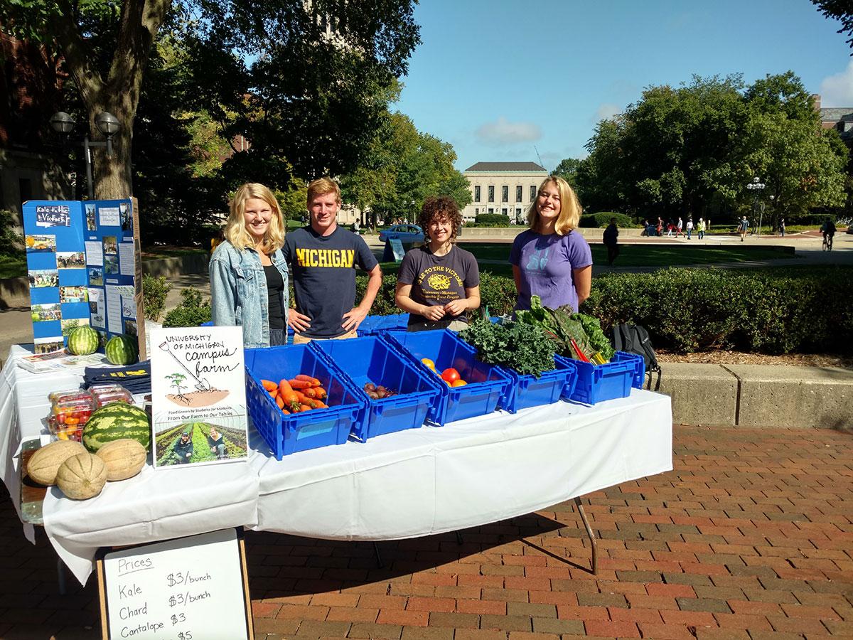 Students-selling-farm-produce