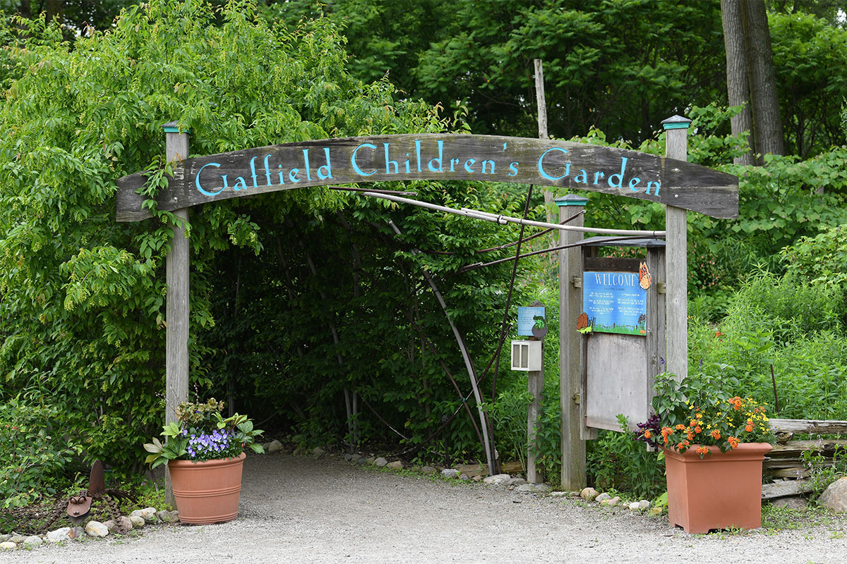 Childrens-Garden-entrance